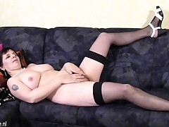 Dilettante older mommy plays with he Alma from 1fuckdatecom