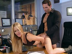 Jessica drake sucks like theres no tomorrow in steamy oral action with hard cocked guy