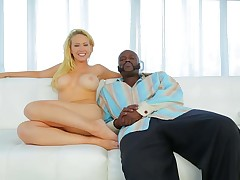 Totally naked blonde bombshell Kagney Linn Karter with amazing huge tits shows is next to Lexington Steele on the couch. This babe shows off her gorgeous assets while getting interviewed